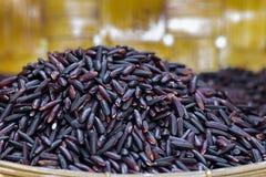 Riz noir de jasmin (baie de riz) Photos stock