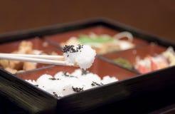 Riz sur la nourriture du Japon de baguette Photos libres de droits