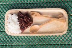 Riz thaïlandais cuit à la vapeur de Riceberry et Jasmine Rice thaïlandais Image stock