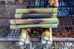 Riz visqueux rôti dans le bambou photos libres de droits