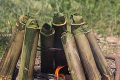 Riz visqueux rôti dans les joints en bambou Image stock