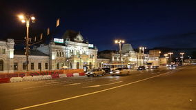 Rizhsky railway station (Rizhsky vokzal, Riga station) and night traffic in Moscow, Russia stock video
