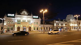 Rizhsky railway station (Rizhsky vokzal, Riga station) and night traffic in Moscow, Russia stock footage
