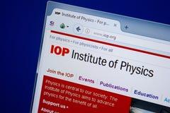 Rjazan', Russia - 9 settembre 2018: Homepage del sito Web dello Iop sull'esposizione del PC, URL - Iop org immagine stock libera da diritti