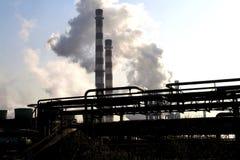 Rök från fabrikslampglaset Arkivbild