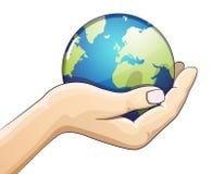 Ręka trzyma ziemską kulę ziemską Ziemskiego dnia pojęcie Fotografia Stock