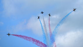 RKAF enegrecem o desempenho aerobatic da equipe Aerobatic de Eagles em Singapura Airshow Foto de Stock