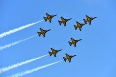 RKAF enegrecem o desempenho aerobatic da equipe Aerobatic de Eagles em Singapura Airshow Fotografia de Stock Royalty Free