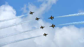 RKAF schwärzen aerobatic Leistung Aerobatic Teams Eagless in Singapur Airshow Lizenzfreies Stockfoto