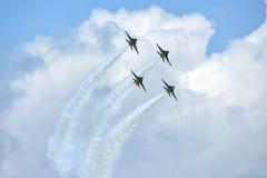 RKAF schwärzen aerobatic Leistung Aerobatic Teams Eagless in Singapur Airshow Stockbild