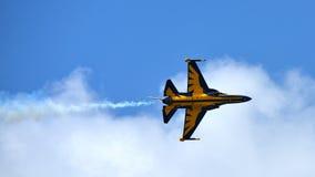 RKAF schwärzen aerobatic Leistung Aerobatic Teams Eagless in Singapur Airshow Stockfotos