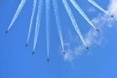 RKAF svärtar aerobatic kapacitet Eagles för det Aerobatic laget på Singapore Airshow Royaltyfri Bild