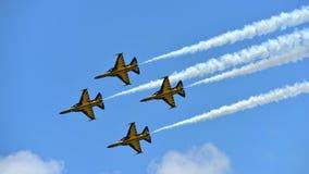 RKAF svärtar aerobatic kapacitet Eagles för det Aerobatic laget på Singapore Airshow Arkivfoton