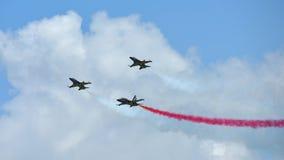 RKAF svärtar aerobatic kapacitet Eagles för det Aerobatic laget på Singapore Airshow Arkivbild