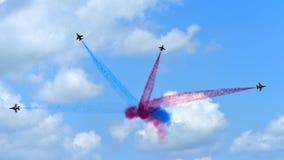 RKAF svärtar aerobatic kapacitet Eagles för det Aerobatic laget på Singapore Airshow Royaltyfria Foton