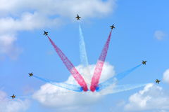 RKAF svärtar aerobatic kapacitet Eagles för det Aerobatic laget på Singapore Airshow Arkivfoto