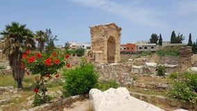?rke- triumphal Romerska arkeologiska rest i däck Däcket är en forntida Phoenician stad lebanon d?ck royaltyfri fotografi