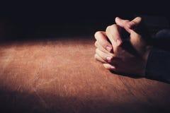 Ręki modlenie Zdjęcia Royalty Free