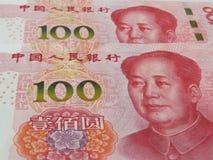 RMB nya versionen av hundra yuan Arkivbilder