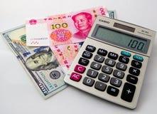 RMB och pappers- pengar för US dollar Royaltyfri Fotografi