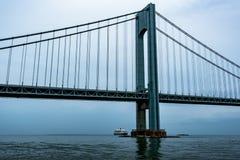 RMS Queen Mary 2 de Weggaande Stad van New York stock foto