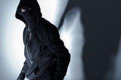 Rånare i svart maskering Royaltyfri Foto