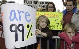 rnc för personer som protesterar för högskoladartmouth debatt Arkivbilder