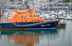 RNLI-räddningsaktionlivräddningsbåt Devon England Arkivfoto