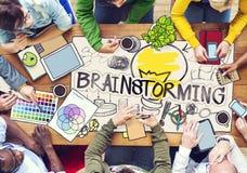 Różnorodni ludzie Brainstorming z fotografii ilustracjami Zdjęcia Royalty Free