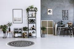 Rośliny w otwartej przestrzeni wnętrzu fotografia royalty free