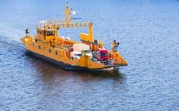 Ro ładunku statek iść na prom trasie Zdjęcia Stock