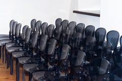 Ro av stolar Arkivbilder