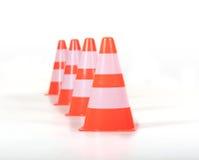 Ro av trafikerar kottar/pylons Arkivbilder