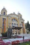 RO de Cluj-Napoca, le 24 septembre : Avant de Lucian Blaga Statue le théâtre à Cluj-Napoca de région de la Transylvanie en Rouman Images libres de droits