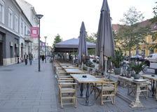 RO de Cluj-Napoca, le 23 septembre : Le centre ville de terrasse de Cluj-Napoca de région de la Transylvanie en Roumanie Image libre de droits