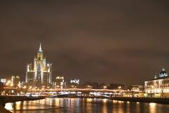 Río de Moscú de la noche Foto de archivo