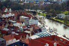 Río de Trave, ciudad vieja de Lubek alemania Foto de archivo