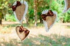 ro för pärla för inbjudan för garnering för dekor för bakgrundsboutonnierekort som gifta sig white Fotografering för Bildbyråer