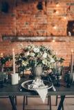 ro för pärla för inbjudan för garnering för dekor för bakgrundsboutonnierekort som gifta sig white Royaltyfri Foto