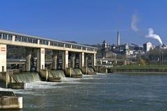 Roślina i wodne pracy na Rzecznym Meuse i w Fotografia Royalty Free