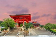 Ro Mon bramy zmierzchu Kiyomizudera świątyni Czerwony wejście Obraz Stock