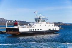 Ro promu statek iść na morzu trondheim Zdjęcia Royalty Free
