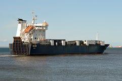 Ro-Ro грузовые суда Helliar выходят гавань Абердина для севера Стоковая Фотография RF