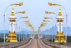 3ro tailandés - puente de la amistad del Lao a través del río Mekong en Nakhon Phanom Tailandia fotografía de archivo libre de regalías