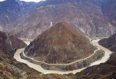 río y camino de doblez Fotografía de archivo libre de regalías