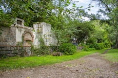 Road and abandoned house Royalty Free Stock Photos