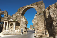 Road and ancient ruins Royalty Free Stock Photography