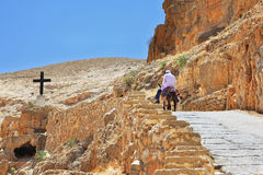 On the road climbs on a donkey pilgrim Royalty Free Stock Images