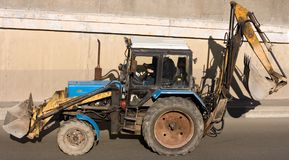 Road construction tractor. Excavator shovel grader Royalty Free Stock Photography