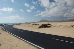 The road through the Correlejo sand dunes Royalty Free Stock Images